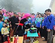 Lễ Hội Trao Tơ Hồng Của Người Phù Là Ở Bắc Hà, Sapa, Lào Cai