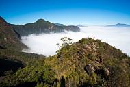 Săn mây trên vách đá dựng đứng ở Bát Xát
