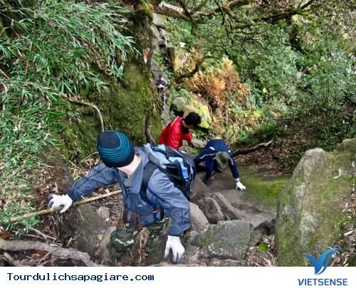 Những Vật Dụng Không Thể Thiếu Khi Leo Núi Fansipan