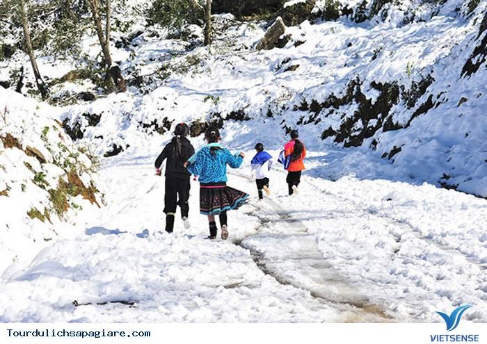 Sa Pa lạnh 11 độ khiến khách du lịch thích thú